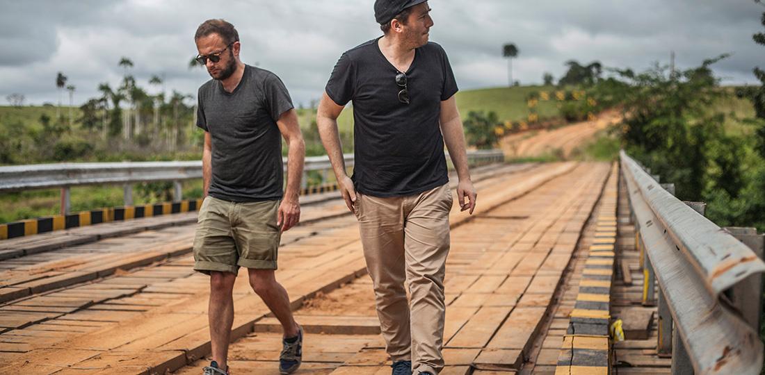S. Kopp et FG. Morillion, co-fondateurs de Veja, en Amazonie